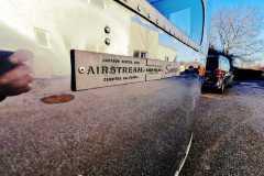 Airstream Tiny Home Kaufen Verkauf Wohnwagen Hochglanz poliert Aluminium restauriert Decal