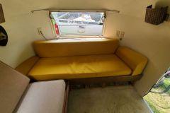 Airstream Bambi 1961 Interieur Sofa vorne