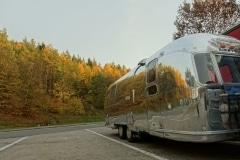 Airstream Herbst Anreise Fotoshooting Seite