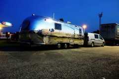 Airstream Glamping Nacht Hochglanz