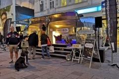Airsream Mobile Stage Bühne Wien Mariahilfer Straße Abend 1