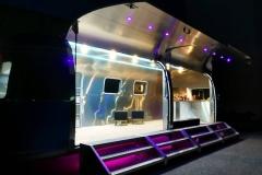 Airstream Mobile Gastro Stage Bühne Bar außen Nacht Event Marketing Roadshow 5