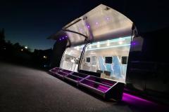 Airstream Mobile Gastro Stage Bühne Bar außen Nacht Event Marketing Roadshow