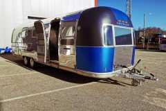 Airstream Mobile Gastro Stage außen rechts 1