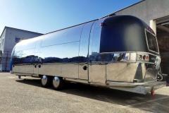 Airstream Mobile Gastro Stage außen rechts 2