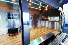 Airstream Mobile Gastro Stage Bühne Bar Innen Küche Event Marketing Roadshow 2