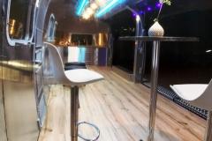 Airstream Mobile Gastro Stage Bühne Bar Innen Nacht Küche Event Marketing Roadshow 1