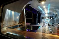Airstream Mobile Gastro Stage Bühne Innen Küche Event Marketing Roadshow