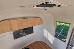 Airstream-Safari-Klappe-Stehtisch-Interieur-6