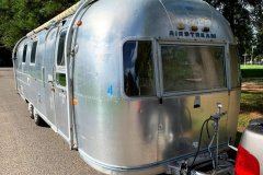 Airstream-Souvereign-1972-curbside-front