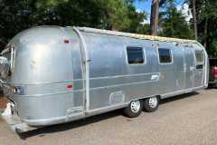 Airstream-Souvereign-1972-curbside-rear