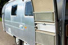 Airstream-Souvereign-1972-curbside