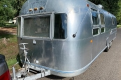 Airstream-Souvereign-1972-streetside-front