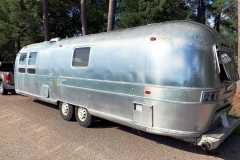 Airstream-Souvereign-1972-streetside-rear
