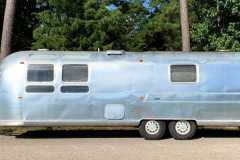 Airstream-Souvereign-1972-streetside