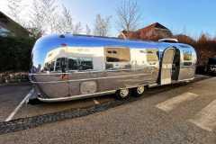 Airstream Tiny Home Kaufen Verkauf Wohnwagen Hochglanz poliert Aluminium restauriert rechte Seite