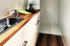 Airstream Living Tiny Home Kaufen Verkauf Wohnwagen Bad Dusche Handwaschbecken