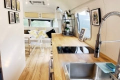 Airstream Ambassador 1976 Tiny House Küche Lounge