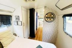 Airstream Ambassador 1976 Tiny House Schlafzimmer Gang