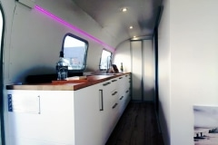 Airstream Living Tiny Home Kaufen Verkauf Wohnwagen Küche Fenster 1