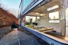 Airstream Tiny Home Kaufen Verkauf Wohnwagen Hochglanz poliert Aluminium restauriert Fenster Front links