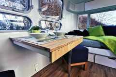 Airstream Tiny Home Kaufen Verkauf Wohnwagen Klapptisch restauriert