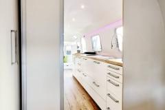 Airstream Tiny House Schlafzimmer Küche Stauraum Schiebetüren LED Beleuchtung