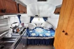 Airstream 1949 original Küche und Bett-1