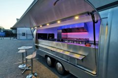 Foodtrailer ETY6 Airstream Lookalike Klappe Gastro Theke außen Detail LED Beleuchtung 7
