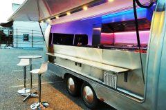 Foodtrailer ETY6 Airstream Lookalike Klappe Gastro Theke außen total 4