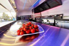 Foodtrailer ETY6 Airstream Lookalike Klappe Gastro Theke Edelstahl Innenraum 4