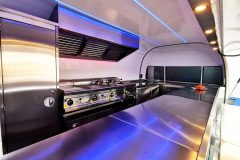 Foodtrailer ETY6 Airstream Lookalike Klappe Gastro Theke Edelstahl Innenraum 6