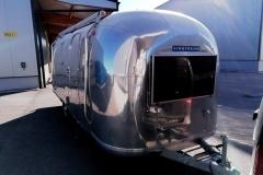Airstream Safari Mobile Stage Umbau Außen Dichtheitsprüfung Front