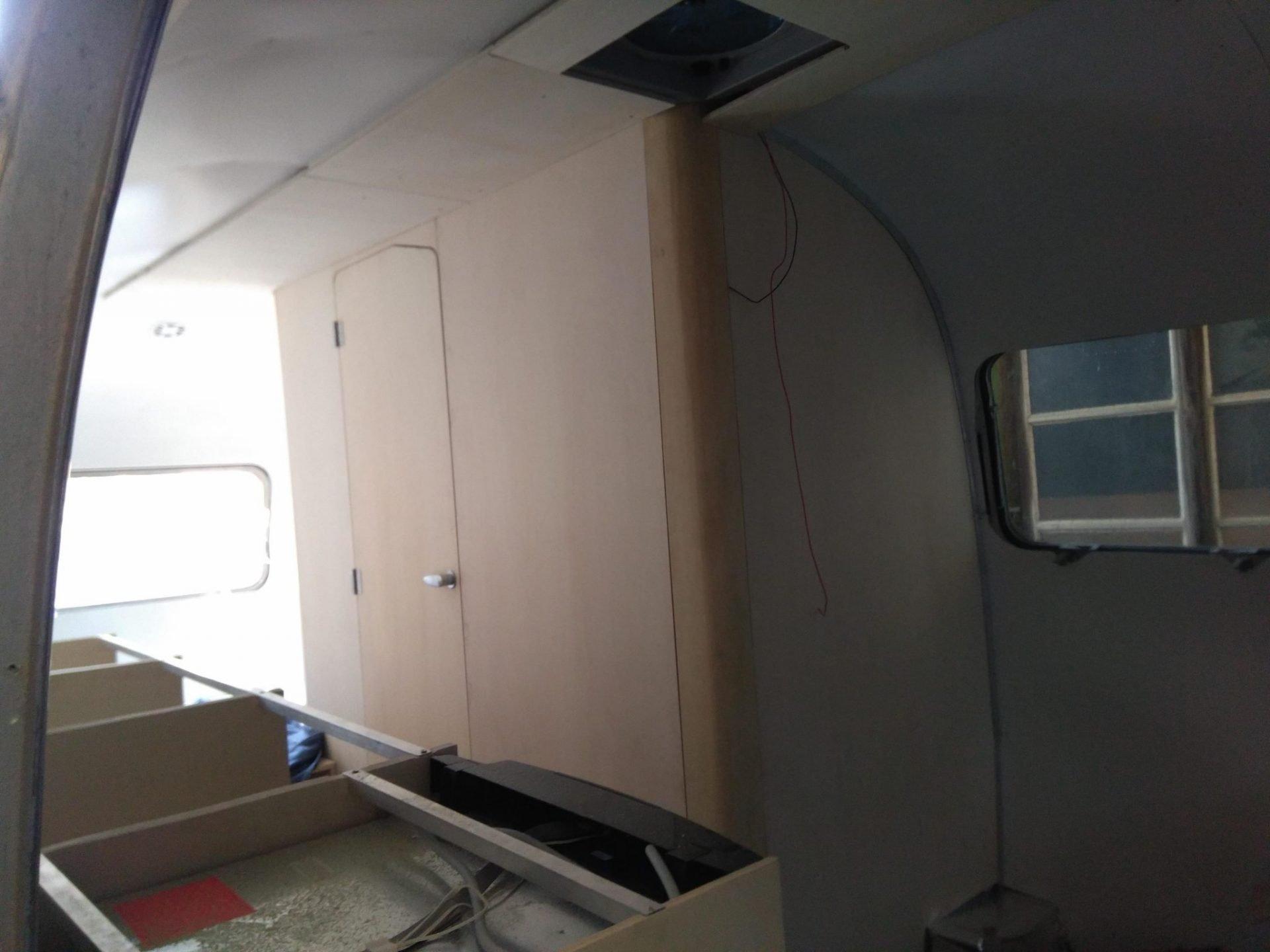 Airstream Nasszelle aus Pappelholz