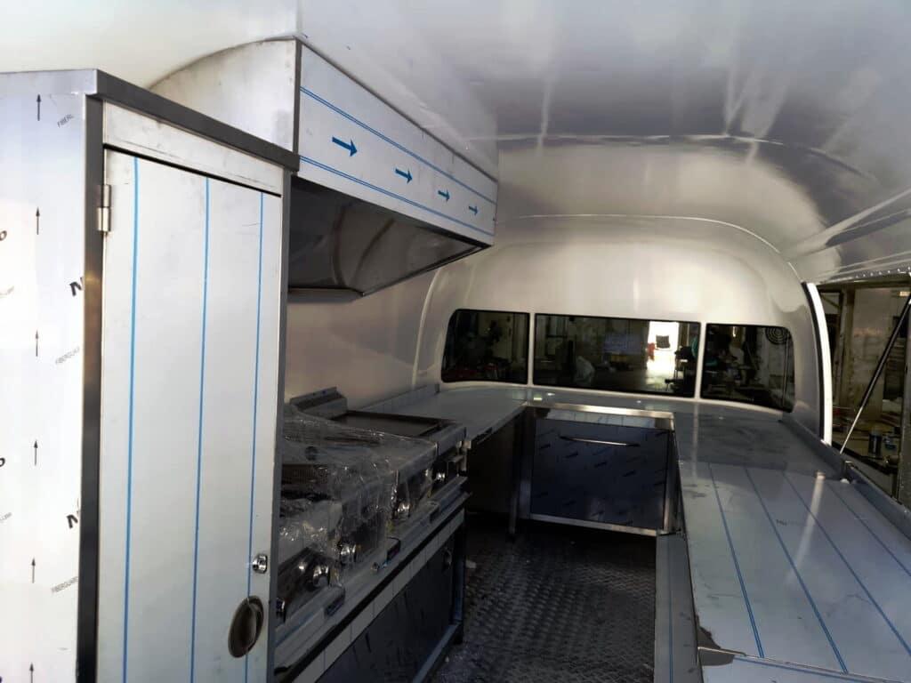 Foodtrailer_ETY6_Arbeitsfläche_Heck-1