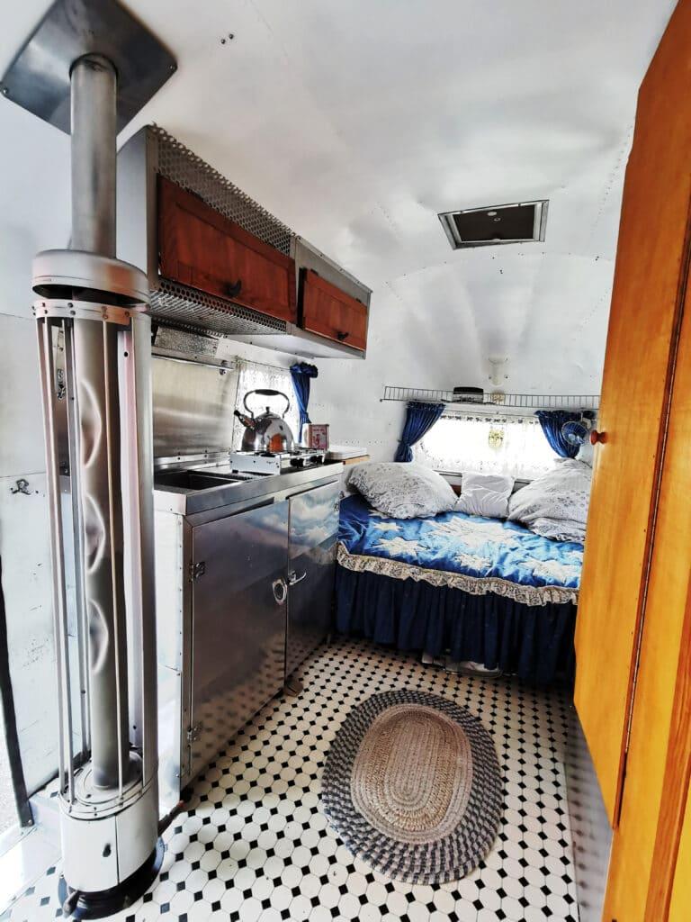 Airstream 1949 original Küche und Bett