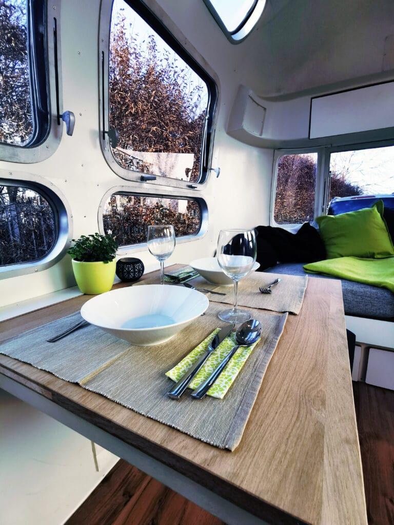 Airstream Tiny Home Kaufen Verkauf Wohnwagen Klapptisch restauriert 1